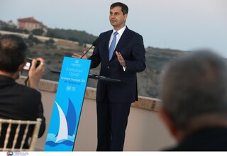 Θεοχάρης: Η Ελλάδα θα βγει πιο ισχυρή στο τέλος της σεζόν - Αισιοδοξία για τις τουριστικές ροές