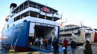 Αθηναϊκή... απόβαση στα νησιά: Αυξημένη κίνηση στον Πειραιά το πρώτο «ελεύθερο» Σαββατοκύριακο