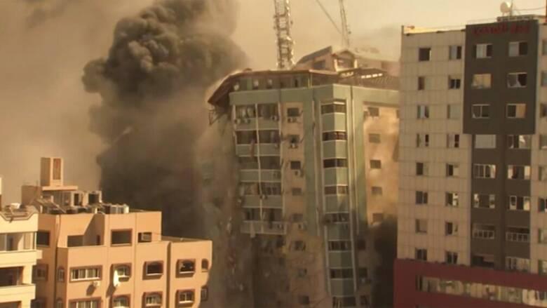 Βομβαρδισμοί στη Γάζα: Ισοπέδωσε το Ισραήλ την έδρα διεθνών μέσων ενημέρωσης