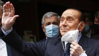 Ιταλία: Εξιτήριο για τον Μπερλουσκόνι μετά από νοσηλεία για επιπλοκές του κορωνοϊού