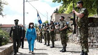 Στη Χίο η Σακελλαροπούλου: Η Σφαγή, 200 χρόνια μετά, εξακολουθεί να μας συγκλονίζει