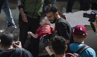 Η ζωή και ο θάνατος στα συντρίμμια: Η φρίκη της Γάζας σε εικόνες