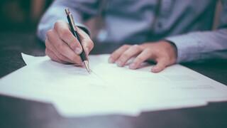 Εργασιακό νομοσχέδιο: Τι αλλάζει σε οκτάωρο, άδειες, υπερωρίες, απολύσεις και Κυριακές