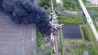 ΗΠΑ: Εκτροχιασμός τρένου με επικίνδυνα υλικά στην Αϊόβα - Εκκενώθηκε η περιοχή