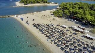 Γαλάζιες Σημαίες 2021: Αυτές είναι οι βραβευμένες παραλίες της Αττικής