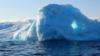 SOS για το λιώσιμο των πάγων στη Γροιλανδία: Θα είναι σύντομα μη αναστρέψιμo