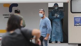 Κορωνοϊός: «Έκρηξη» ιικού φορτίου στα Χανιά, αύξηση στη Θεσσαλονίκη, μείωση στην Πάτρα