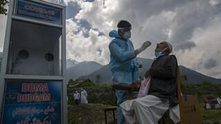 Νέο τραγικό ρεκόρ στην Ινδία: Ξεπέρασαν τις 4.500 οι νεκροί σε μία ημέρα