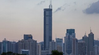 Πανικός στην Κίνα: Ουρανοξύστης ταλαντεύεται χωρίς να γίνει σεισμός – Αλλόφρονες έτρεχαν οι πεζοί