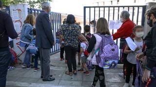 Κορωνοϊός: 10 ημέρες μετά τα συμπτώματα η επιστροφή του μαθητή στο σχολείο