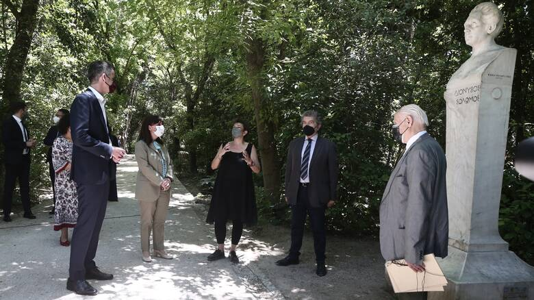 Σε τελετή για τον Διονύσιο Σολωμό στον Εθνικό Κήπο η Πρόεδρος της Δημοκρατίας