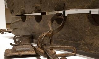 «Δουλεία»: Μια έκθεση γεμάτη αντιθέσεις στο Άμστερνταμ