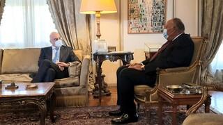 Δένδιας στο Κάιρο: Συνάντηση με τον Αιγύπτιο ΥΠΕΞ για διμερή συνεργασία και Μ.Ανατολή