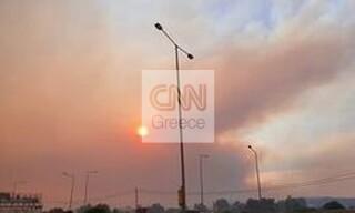 Φωτιά Σχίνος: «Πνίγηκε» η Αθήνα στη στάχτη και τον καπνό