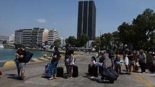 Ελαφρά αυξημένη η κίνηση στα λιμάνια - Μέτρα και αποστάσεις στα ταξίδια προς τα νησιά