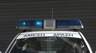 Εκπυρσοκρότησε όπλο αστυνομικού – Η βολίδα καρφώθηκε σε φοριαμό