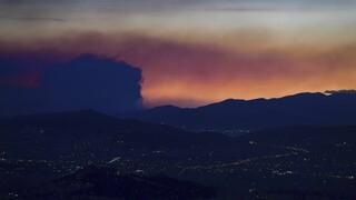 Σε ύφεση η φωτιά στα Γεράνεια Όρη: Παραμένουν και επιχειρούν ισχυρές πυροσβεστικές δυνάμεις