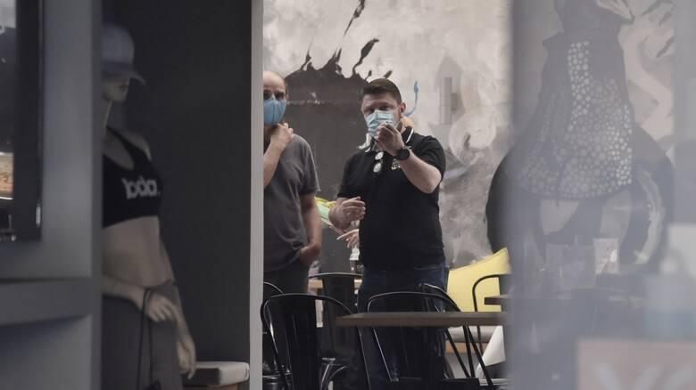 Χαρδαλιάς: «Άνανδρα θρασίμια» – Βίντεο από την επίθεση στις επιχειρήσεις της συζύγου του