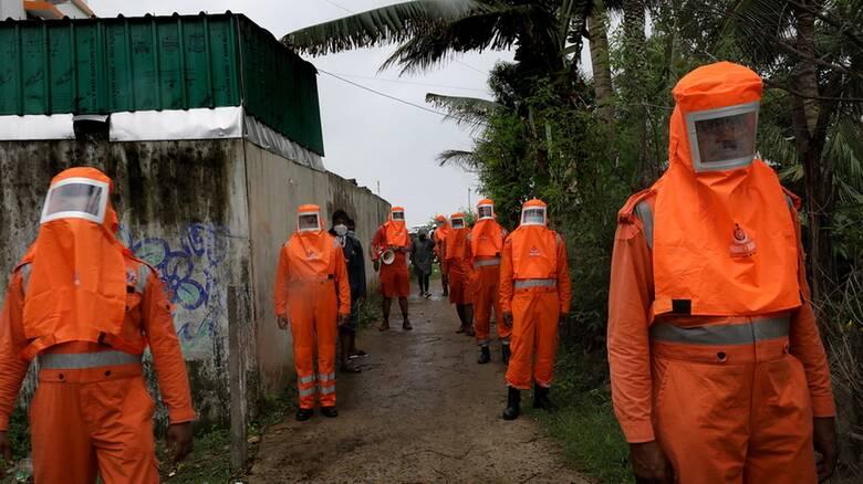 Στο έλεος ισχυρού κυκλώνα ξανά η Ινδία: Εκκενώνονται παράκτιες περιοχές