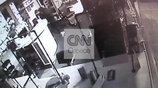 Βίντεο - ντοκουμέντο από τη σπείρα που «ρήμαζε» καταστήματα στα νότια προάστια