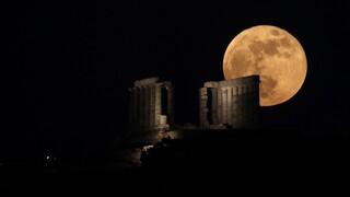 Υπερπανσέληνος 2021: Μαγικές εικόνες από το τεράστιο ολόγιομο φεγγάρι