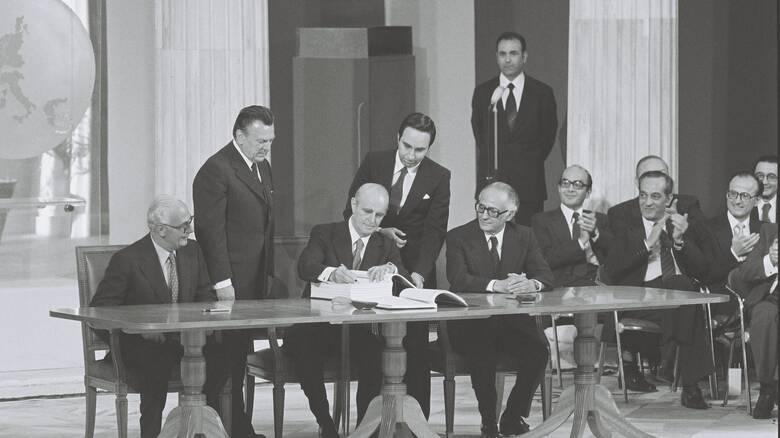 42 χρόνια από υπογραφή της Συνθήκης Προσχώρησης της Ελλάδας στην ΕΟΚ: Οι  ομιλίες και τα δημοσιεύματα - CNN.gr