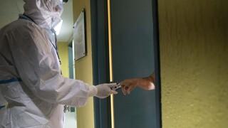 Κορωνοϊός: Τρεις στους τέσσερις ασθενείς έχουν συμπτώματα για αρκετές εβδομάδες
