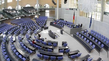 Σόιμπλε και Μέρκελ αποφάσιζαν μόνοι:Ελλιπής η ενημέρωση της γερμανικής Βουλής για την ελληνική κρίση