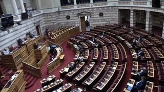 Χαλάρωση των περιοριστικών μέτρων στη Βουλή