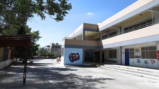 Υπουργείο Εσωτερικών: Ανανεώνονται οι συμβάσεις καθαριότητας των σχολείων