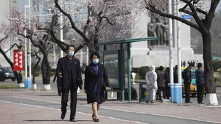 Ζώντας στη Βόρεια Κορέα: Εκεί όπου απαγορεύονται τα στενά τζιν, το piercing και η χαίτη στα μαλλιά