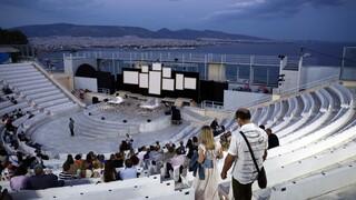 Άνοιξαν αυλαία τα θέατρα: Οι καλύτερες παραστάσεις και πώς θα τις παρακολουθήσουμε