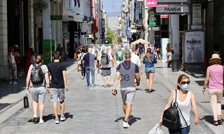Αυξημένη η κίνηση στους δρόμους και στα καφέ της Αθήνας