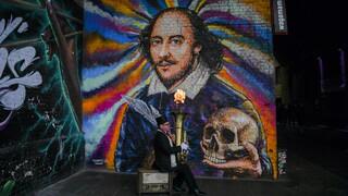Επική γκάφα παρουσιάστριας στην Αργεντινή που… ξαναπέθανε τον Ουίλιαμ Σαίξπηρ