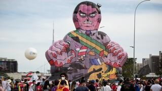 Βραζιλία: Μαζικές διαδηλώσεις κατά Μπολσονάρου - Πάνω από 460.000 οι νεκροί της πανδημίας
