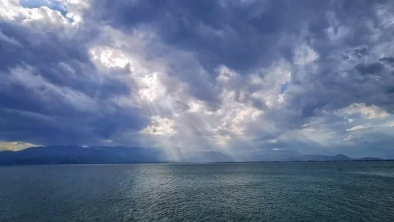 Καιρός: Παραμένει άστατος τη Δευτέρα - Πού θα βρέξει