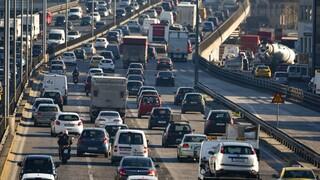 Αυξημένη κίνηση στους δρόμους της Αθήνας - Ουρές χιλιομέτρων στον Κηφισό
