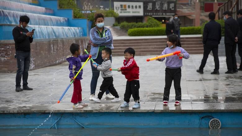 Αλλαγή πολιτικής στην Κίνα: Κάθε ζευγάρι μπορεί, πλέον, να αποκτήσει μέχρι τρία παιδιά