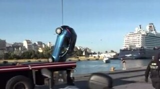 Νεκρός ο οδηγός του αυτοκινήτου που έπεσε στο λιμάνι του Πειραιά
