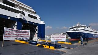 Ουρές στο λιμάνι του Πειραιά: «Μπλόκο» της ΠΕΝΕΝ στα πλοία