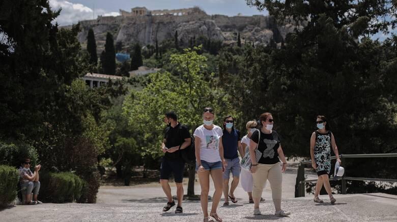Κορωνοϊός - Καπραβέλος: Το τρίτο κύμα δεν φεύγει - «Τρόμος για τις μεταλλάξεις από τον τουρισμό»