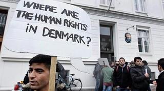 Δανία: Πέρασε, παρά τις αντιδράσεις, ο νόμος που στέλνει αιτούντες άσυλο εκτός ΕΕ