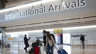 Οργή κατά Τζόνσον για τον «κλειστό» τουρισμό - «Τελευταίο καρφί στο φέρετρο» της βιομηχανίας