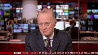 BBC: «Λάθος» πλάνο αποκαλύπτει ότι παρουσιαστής φορούσε σορτσάκι κάτω από το κοστούμι