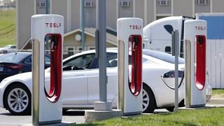 Ευρώπη: Οι κάτοχοι ηλεκτρικών αυτοκινήτων ταξιδεύουν περισσότερο απο τους οδηγούς βενζινοκίνητων