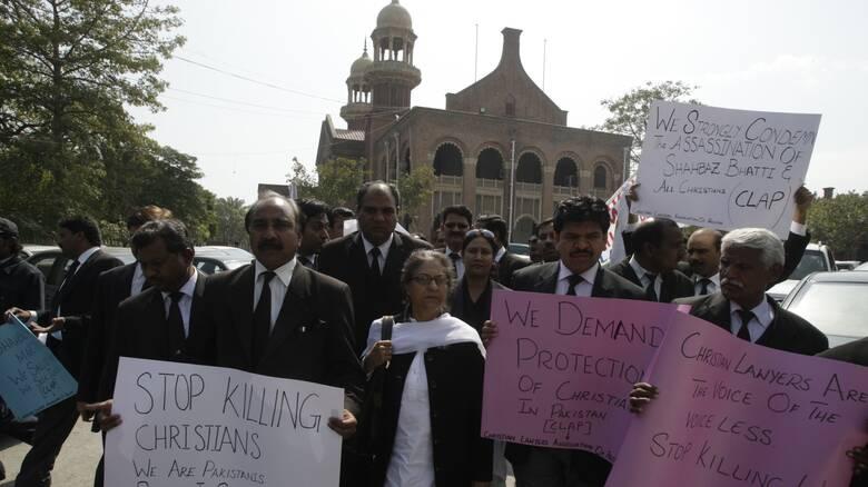 Το Πακιστάν πήρε πίσω τη θανατική καταδίκη ενός ζεύγους Χριστιανών για βλασφημία