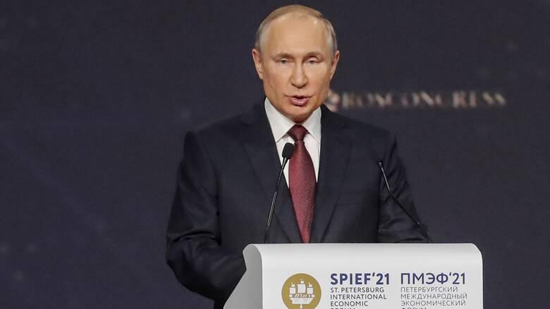 Κορωνοϊός - Πούτιν: Εμπορικά συμφέροντα καθυστερούν την έγκριση του Sputnik V στην Ευρώπη
