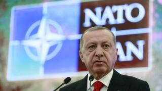 Σφίγγει ο «κλοιός» γύρω από την Άγκυρα: Σκληρό διπλωματικό πόκερ ενόψει των ραντεβού στο ΝΑΤΟ