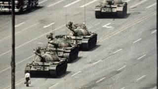 Πλατεία Τιενανμέν: Το Bing εξαφάνισε τη διάσημη φωτογραφία του διαδηλωτή απέναντι στο τανκ