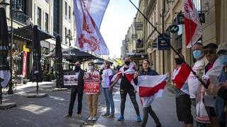 Δεκάδες εξόριστοι Λευκορώσοι διαδήλωσαν στα σύνορα κατά του Λουκασένκο
